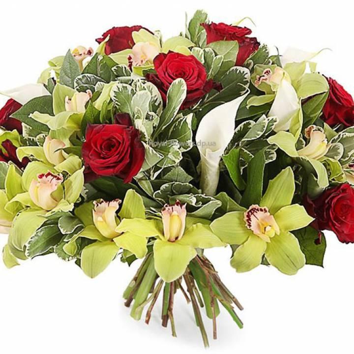 Букет Глаз не отвести из орхидеи, калл, и розы