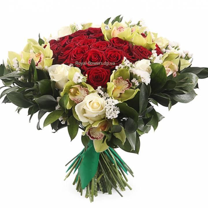 Букет Неугасимая Любовь из смешанных цветов