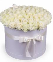 101 белая роза в большой коробке