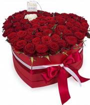 51 роза в коробке  Сердце любви