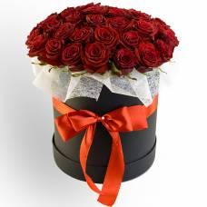 51 красная роза в коробке Стиль