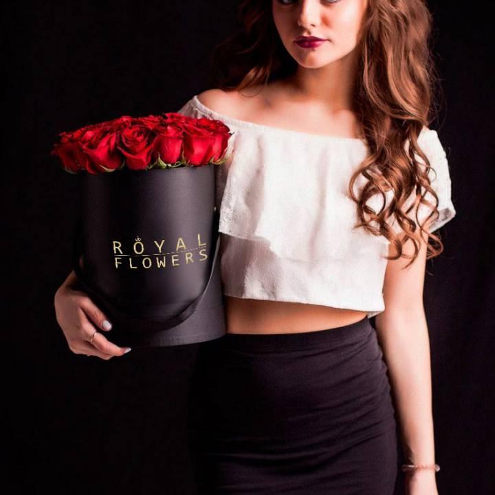 Букет 39 красных роз в шляпной коробке