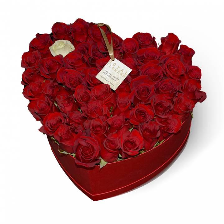 """51 красная роза в коробке  Сердце"""": сорт Фридом (Freedom) -Коробка  С любовью - Днепр"""