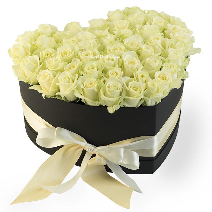 51 белая роза в коробке Сердце