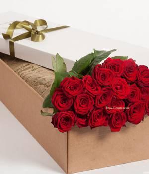 19 алых роз в прямоугольной коробке