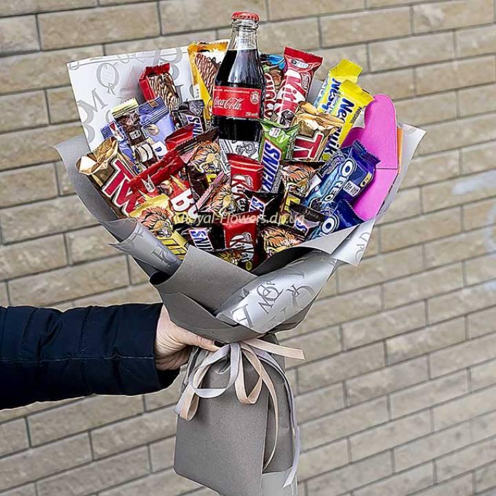 Сладкий букет из конфет и шоколадок