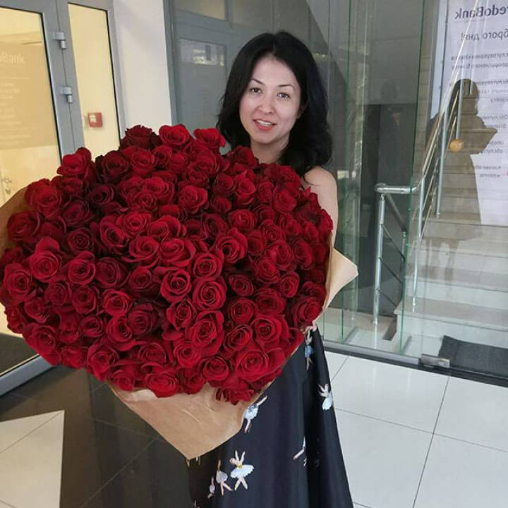 101 красная метровая роза сорт - Freedom (Explorer)