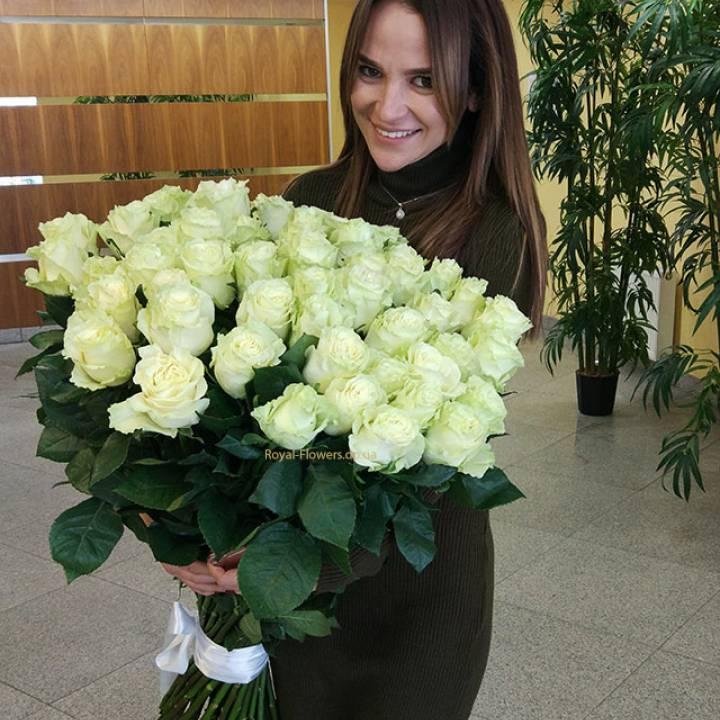 Букет из 51 белой метровой розы сорт: Мондиаль или Вайт шоколад