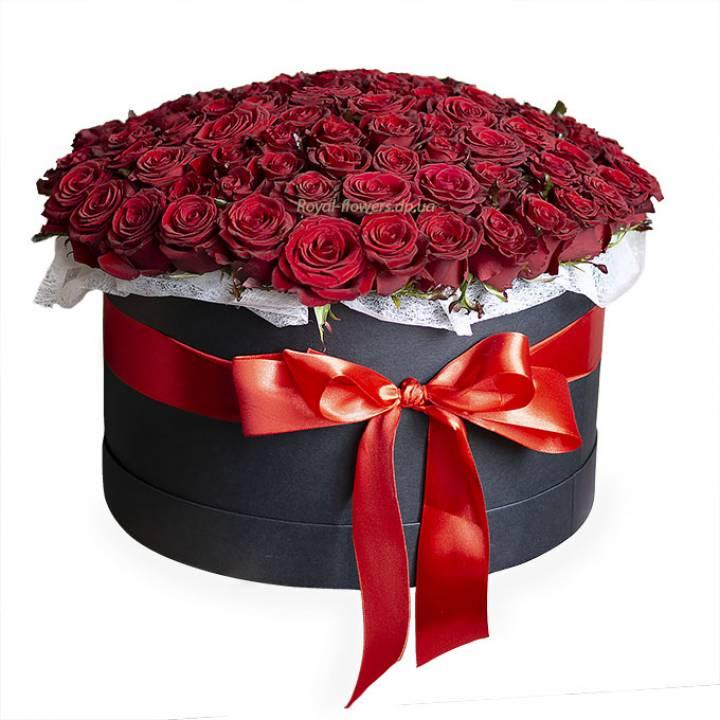 101 красная роза в черной коробке
