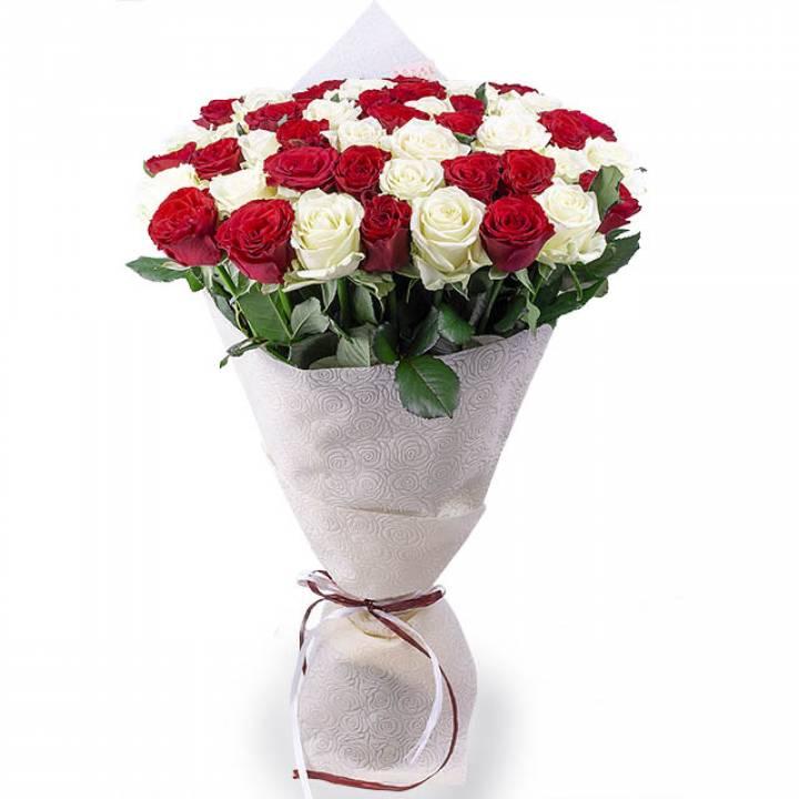Букет 51 роза красная и белая, Гран-При и Аваланч