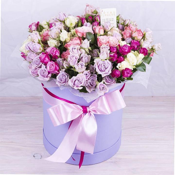 Букет Радуг  из кустовой розы в коробке