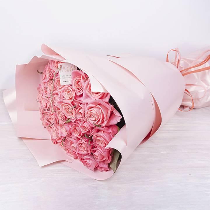 39 розовых роз сорт Аква, Анна-Каринна или Кимберли