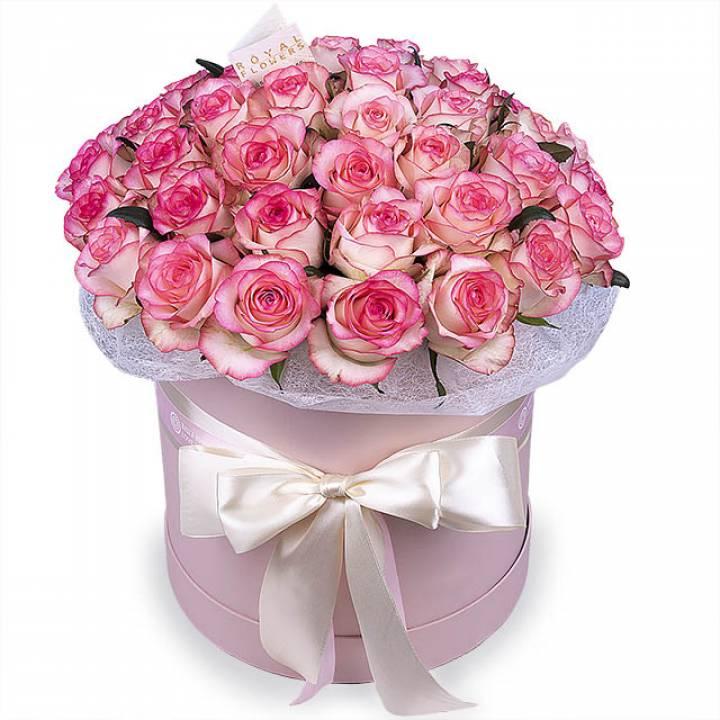 45 двухцветных роз Джамилия в коробке