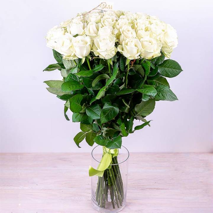 Букет 25 белых роз, сорт Аваланч
