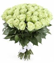 51 белая роза в букете White Naomi