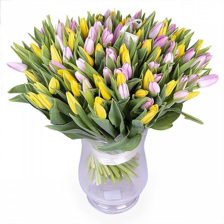 101 желтый и розовый тюльпан в букете