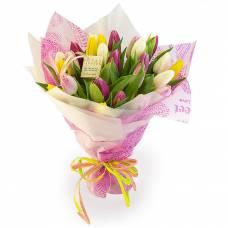 25 разноцветных тюльпанов в букете