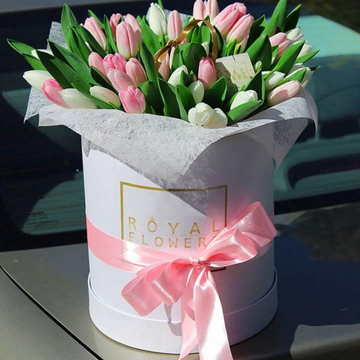 Букет 45 тюльпанов в шляпной коробке